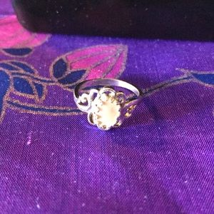 Mother of pearl look vintage ring